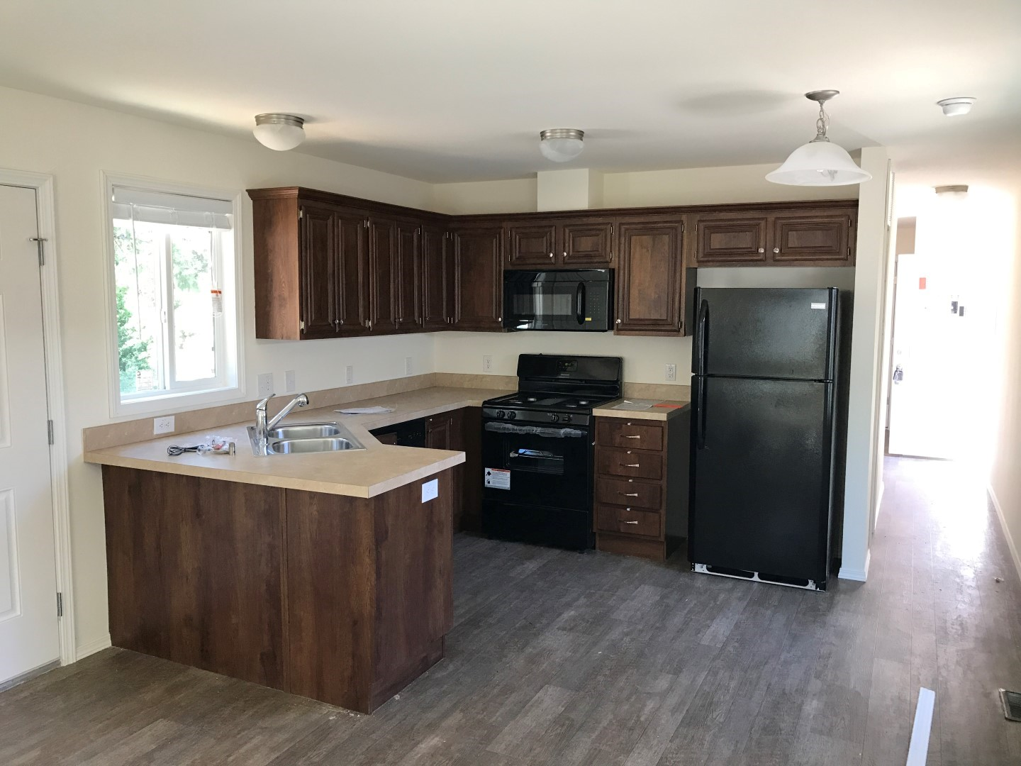 ... Laminate Flooring Throughout Common Areas, Full Standard Kitchen With  Brand New Appliances, Carpeted Bedrooms, And Pristine Bathrooms.